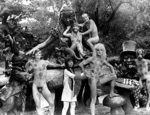 kusama-statua-alice