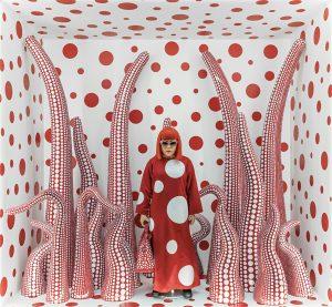 yayoi-kusama-louis-vuitton-shop-window-display-with-tentacles
